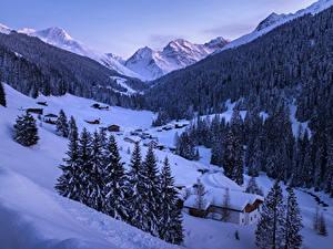 Фото Зимние Гора Леса Дома Снег Ель Природа