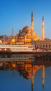 Картинки Стамбул Турция Дома Причалы Корабли Вечер Мечеть Города