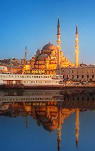 Картинки Стамбул Турция Дома Причалы Корабль Вечер Мечеть Города