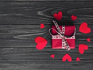 Обои День всех влюблённых Сердце Подарки Доски