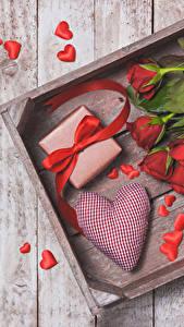 Обои День всех влюблённых Розы Доски Красный Сердце Подарки Бантик Цветы