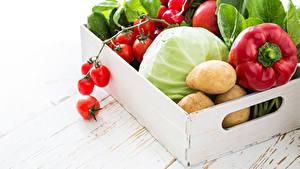 Фотография Овощи Перец Картошка Томаты Капуста Доски