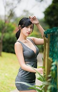 Обои для рабочего стола Азиаты Боке Позирует Руки Платье Декольте Брюнетка Девушки