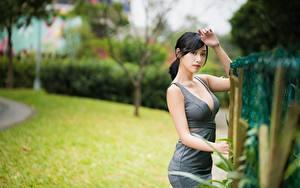 Фотографии Азиаты Боке Позирует Руки Платье Декольте Брюнетка Девушки