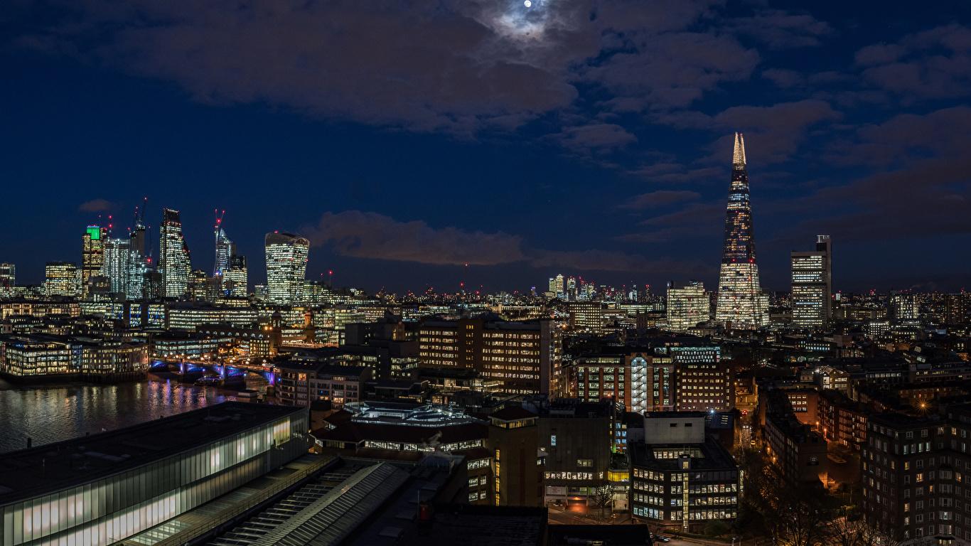 Обои для рабочего стола Лондон Англия луны Небо Ночь Дома город 1366x768 лондоне Луна луной ночью в ночи Ночные Города Здания