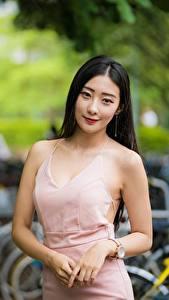 Фотография Азиатки Боке Позирует Руки Платье Брюнеток Смотрят