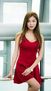 Фотография Азиатки Шатенка Взгляд Платье Руки