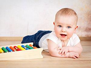 Фотография Грудной ребёнок Смотрят ребёнок
