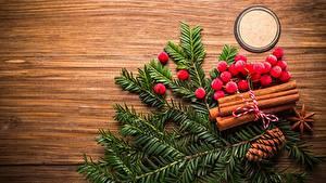 Фотографии Рождество Ягоды Рябина На ветке Доски Шишки