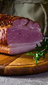 Фотография Мясные продукты Ветчина Разделочной доске Еда