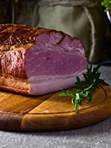 Фотография Мясные продукты Ветчина Разделочной доске
