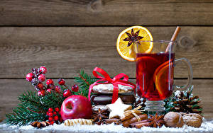 Фотографии Рождество Яблоки Корица Орехи Печенье Бадьян звезда аниса Доски Стакан Пища