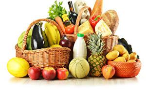 Картинки Овощи Фрукты Ананасы Картошка Корзинка Белом фоне Продукты питания