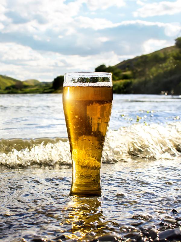 Картинки Пиво Волны стакана Побережье Продукты питания 600x800 для мобильного телефона Стакан стакане Еда Пища берег