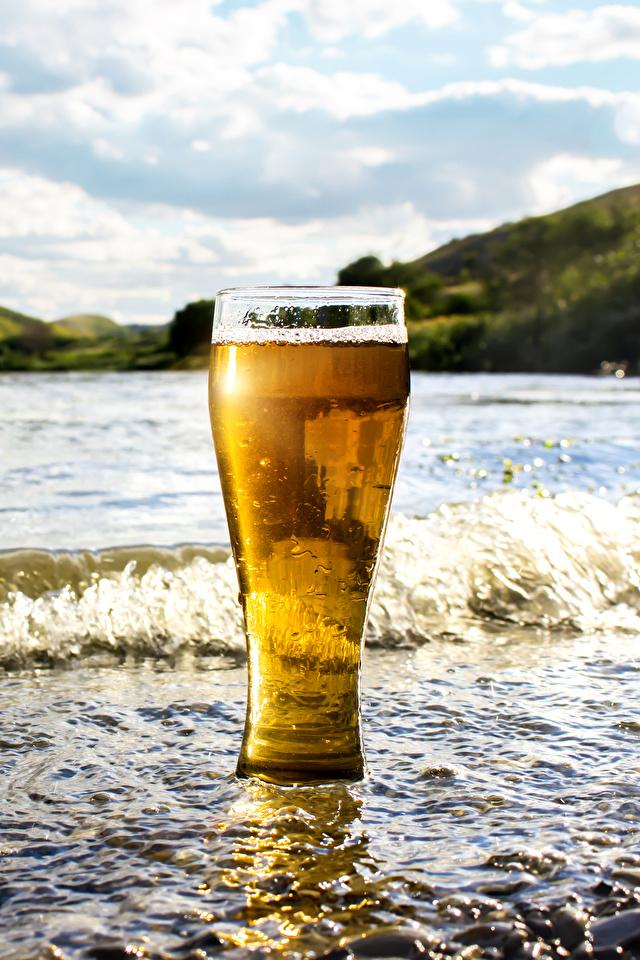 Картинки Пиво Волны стакана Побережье Продукты питания 640x960 Стакан стакане Еда Пища берег