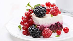 Картинка Пирожное Сладости Смородина Малина Ежевика Пища