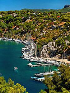 Фотография Франция Пристань Парусные Яхта Бухта Calanque Port Miou Provence Города