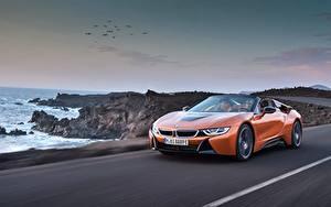 Фото BMW Оранжевая Едущий Родстер 2018 i8