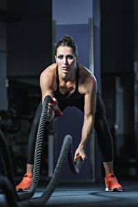 Фото Фитнес Спортзал Тренируется rope спортивные Девушки