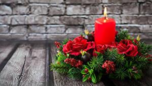 Картинка Рождество Свечи Розы Доски Стена Ветвь Дизайн