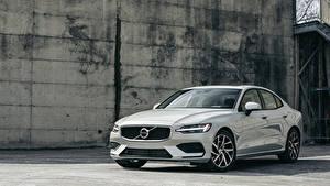 Фотографии Volvo Белые 2019 S60 T5 Momentum