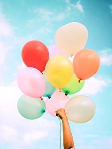 Картинка Небо Воздушным шариком Рука