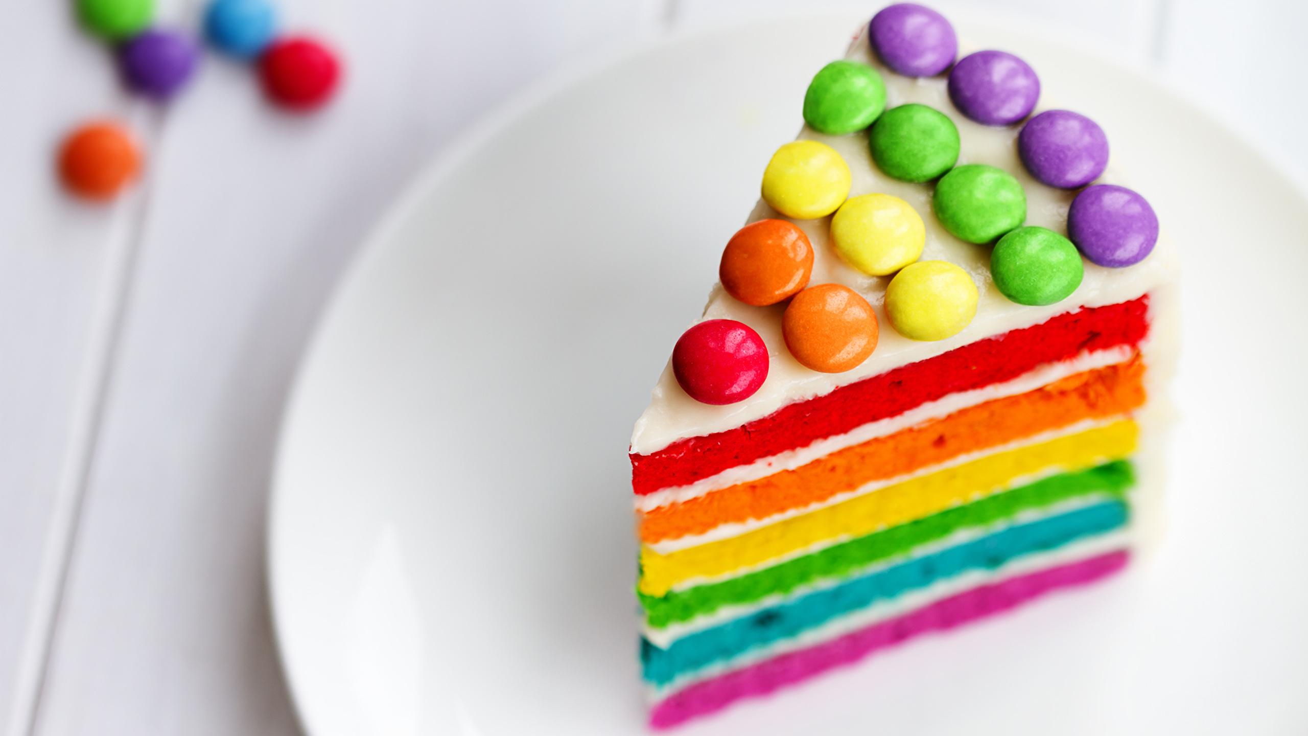 Картинка День рождения Разноцветные Торты часть Продукты питания 2560x1440 Кусок кусочки кусочек Еда Пища