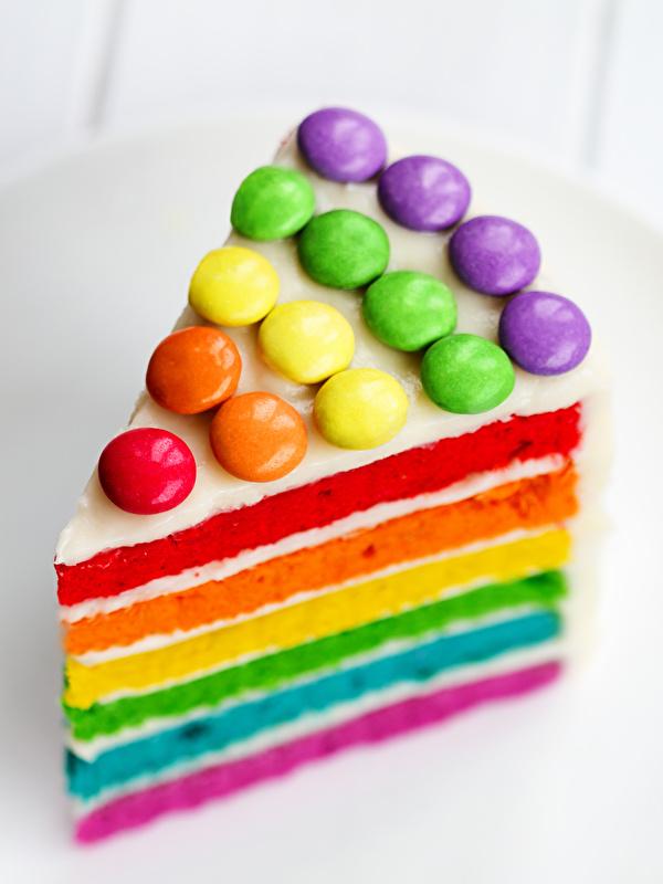 Картинка День рождения Разноцветные Торты часть Продукты питания 600x800 для мобильного телефона Кусок кусочки кусочек Еда Пища