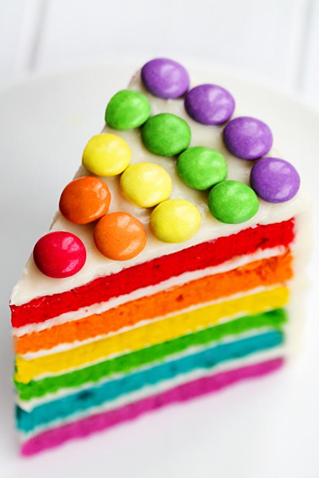 Картинка День рождения Разноцветные Торты часть Продукты питания 640x960 Кусок Еда Пища
