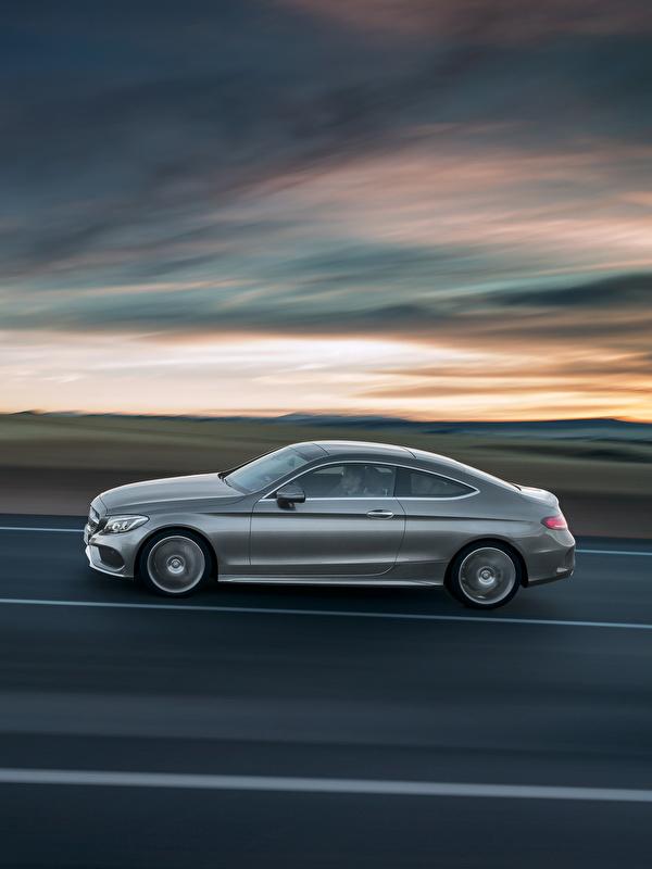 Фотографии Mercedes-Benz 2015 C-Klasse AMG C205 Купе скорость авто Сбоку 600x800 для мобильного телефона Мерседес бенц едет едущий едущая Движение машина машины Автомобили автомобиль