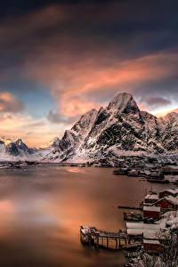 Обои Лофотенские острова Норвегия Здания Горы Реки Небо Зима Снег Moskenesoya