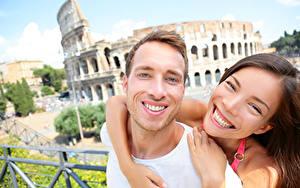Фотография Мужчины Влюбленные пары 2 Радость Шатенки Объятие Зубы Улыбка Девушки