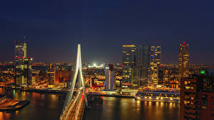 Картинка Нидерланды Роттердам Речка Мосты Дома Причалы Ночь Города