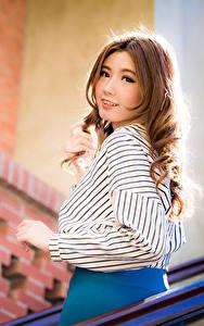 Фото Азиатка Боке Блузка Смотрят Миленькие Шатенка молодая женщина