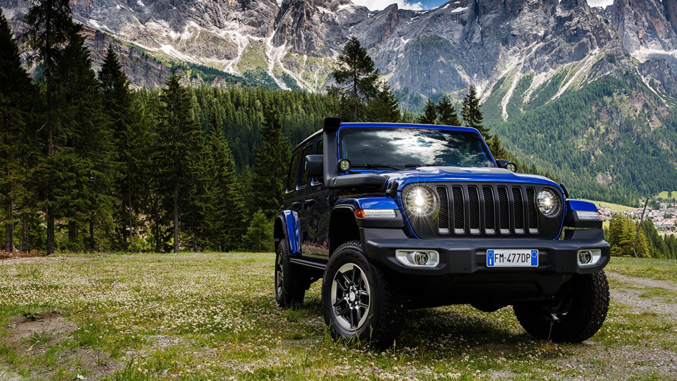 Обои для рабочего стола Jeep SUV 2019 Wrangler Unlimited Sahara 1941 by Mopar синих Автомобили 1366x768 Джип Внедорожник синяя синие Синий авто машины машина автомобиль