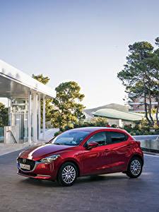 Фото Mazda Красная Металлик 2020 Mazda2 Worldwide Автомобили