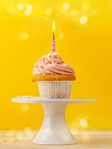 Картинка Капкейк кекс Свечи День рождения Продукты питания