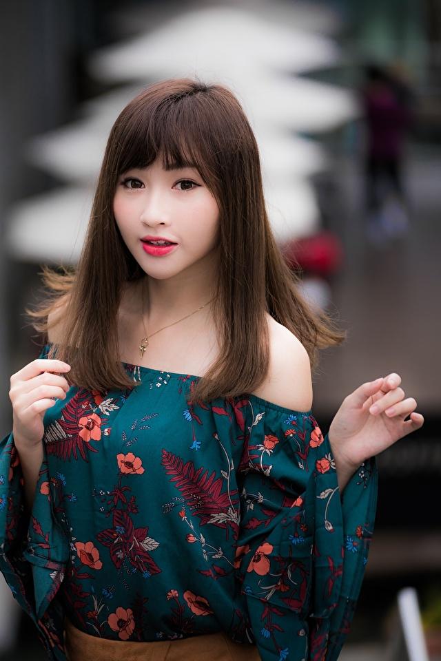 Обои для рабочего стола шатенки боке Поза Волосы Девушки азиатки Руки 640x960 для мобильного телефона Шатенка Размытый фон позирует волос девушка молодые женщины молодая женщина Азиаты азиатка рука
