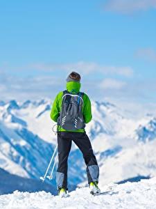 Обои для рабочего стола Гора Лыжный спорт Снега Вид сзади Рюкзак Природа