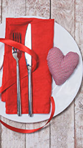 Фотография День всех влюблённых Сервировка Ножик Доски Сердечко Тарелка Вилка столовая Лента Еда