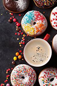 Картинки Выпечка Пончики Кофе Конфеты Серый фон Чашка Пища