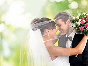Фото Букеты Любовники Свадьба 2 Улыбка Галстук-бабочка Жених Невеста Объятие Девушки