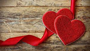 Обои День всех влюблённых Доски Серце Двое Красный Лента