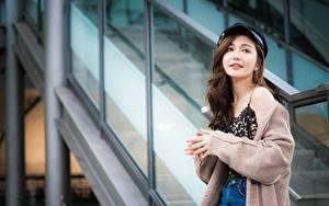 Фотография Азиатки Шатенки Свитере кардиган девушка