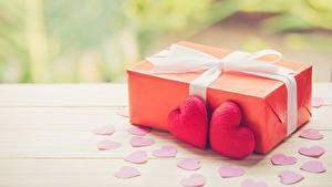 Картинка День всех влюблённых Подарок Сердечко Бантики