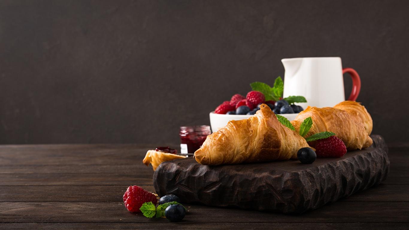 Фотография Завтрак Круассан Малина Еда Ягоды 1366x768 Пища Продукты питания