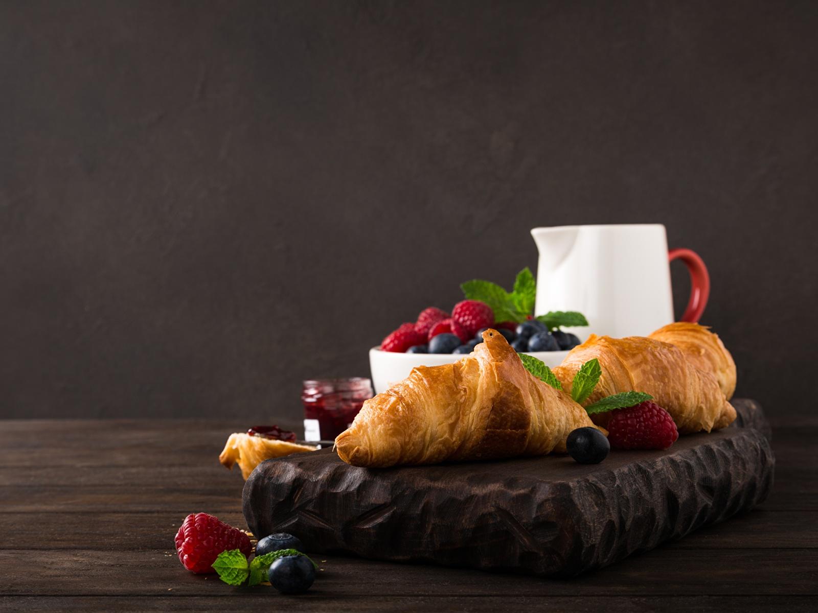 Фотография Завтрак Круассан Малина Еда Ягоды 1600x1200 Пища Продукты питания
