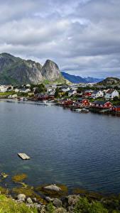 Фото Норвегия Лофотенские острова Дома Гора Городки Заливы Reine Города