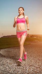 Фото Рассвет и закат Бегущая Тренируется молодые женщины Спорт