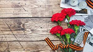 Картинка 9 мая Гвоздики Доски Цветы
